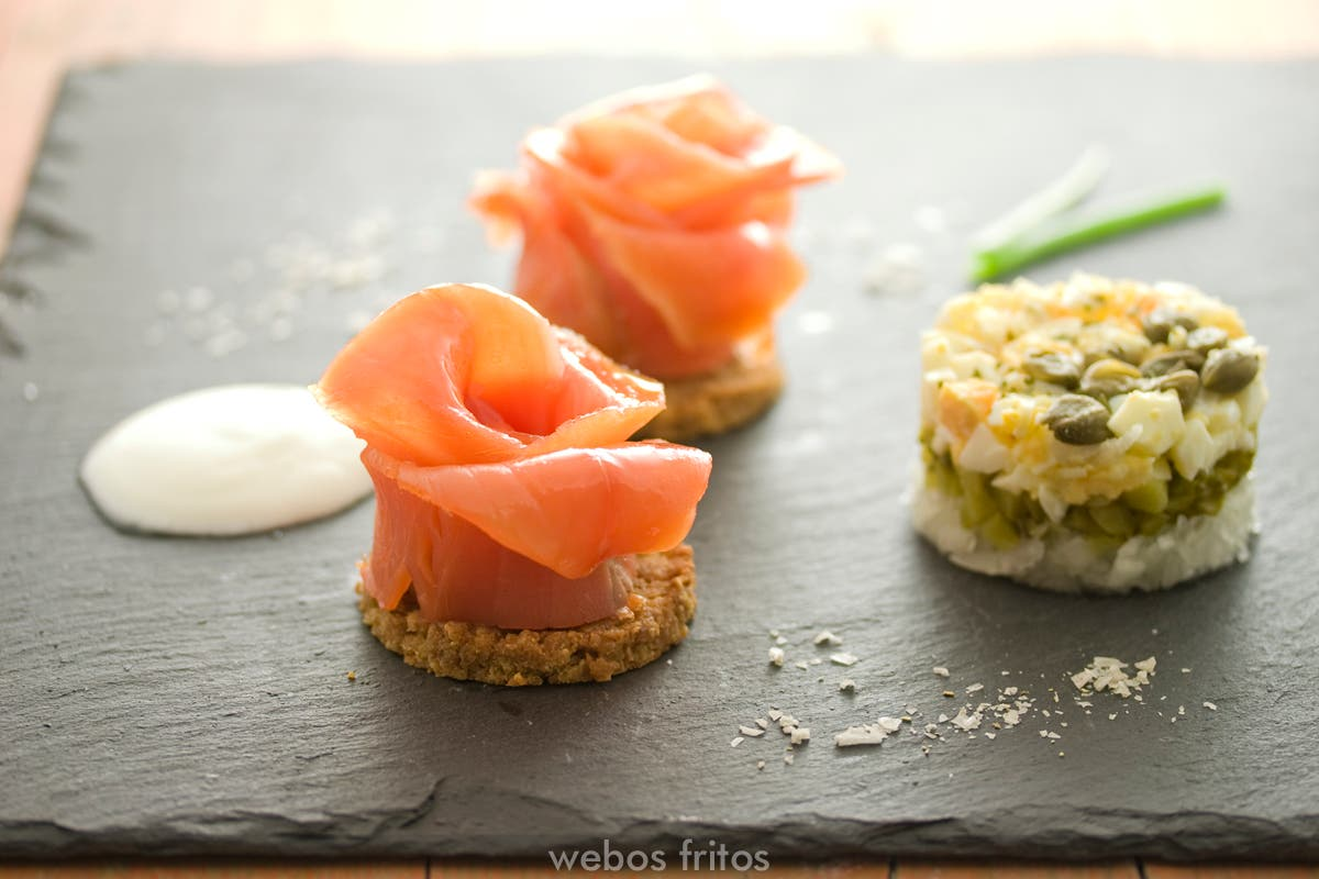 Rosas de salm n ahumado webos fritos - Aperitivos de salmon ahumado ...