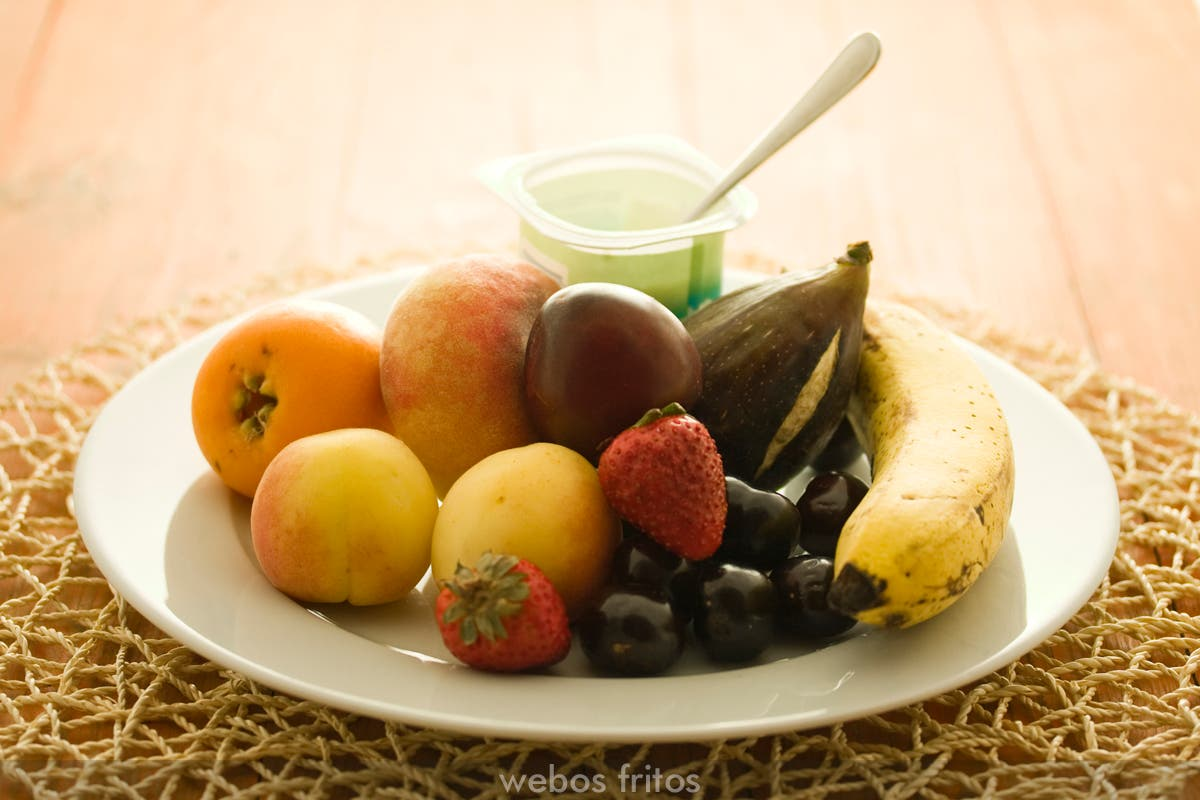 Yogur y frutas