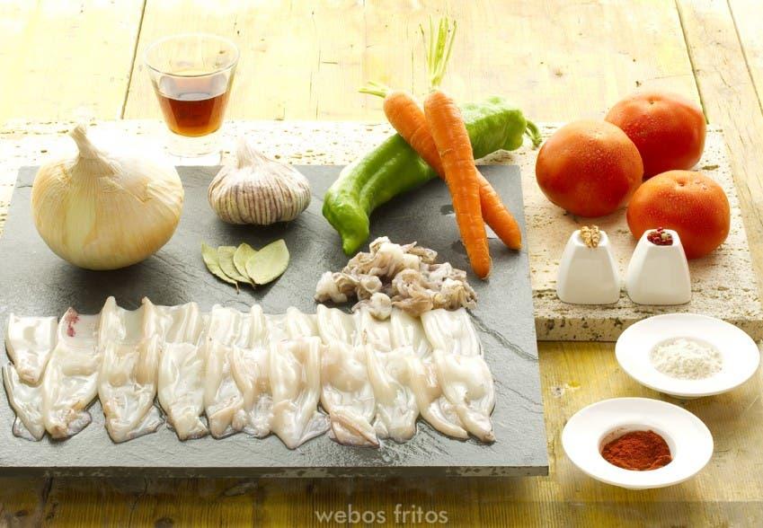 Los ingredientes para los chipirones en salsa
