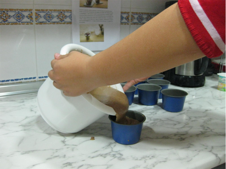 Sara hace bizcochos de chocolate 1