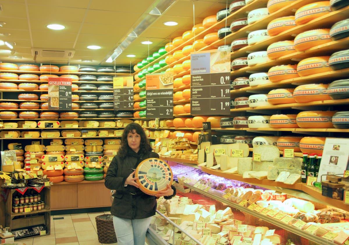 Sonia nos enseña una tienda de quesos