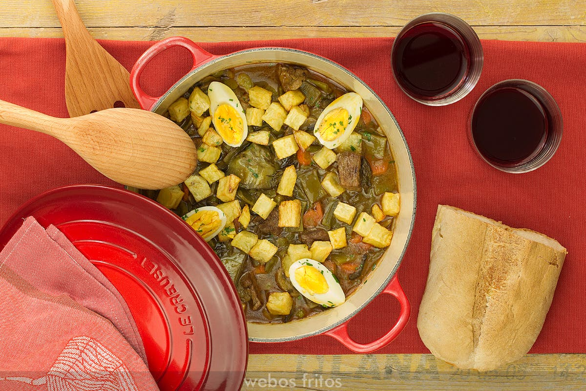 Guisado de ternera con verduras en cocotte webos fritos - Cocinar en cocotte ...