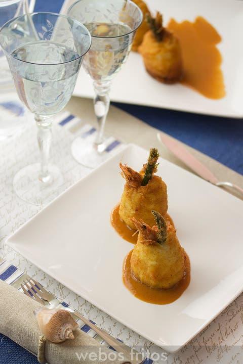 Popietas de gallo con salsa de gambas