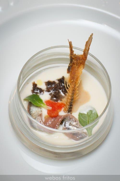 Crema de queso de leche cruda de Almedíjar, praliné de cacahuetes y anchoa San Filippo
