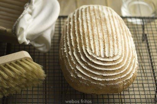 Pan integral con frutos secos triturados formado en banetones