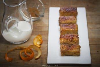 Torrija de bizcocho caramelizada