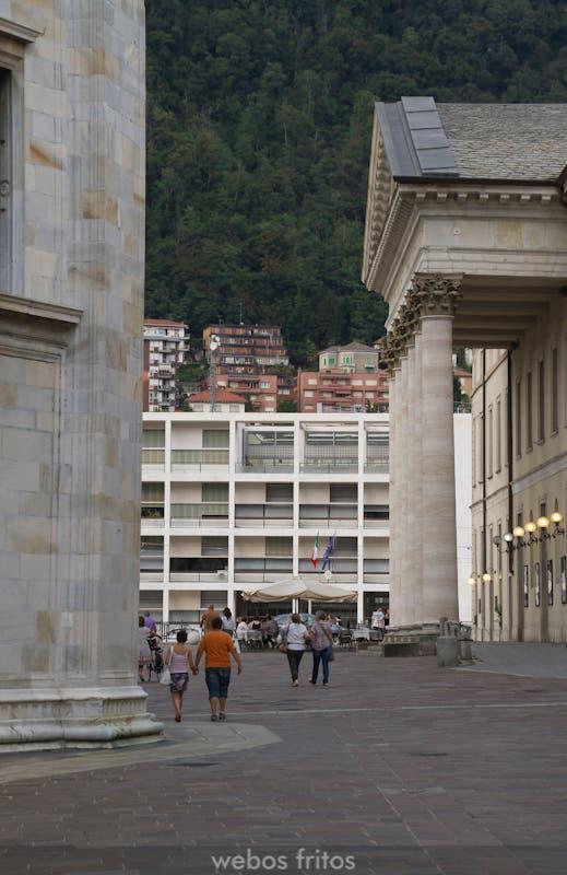 El Palazzo Terragni desde el la teral de Duomo