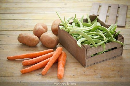 Judías verdes, patatas y zanahorias
