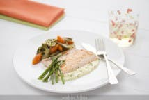 Salmón a la plancha con verduras