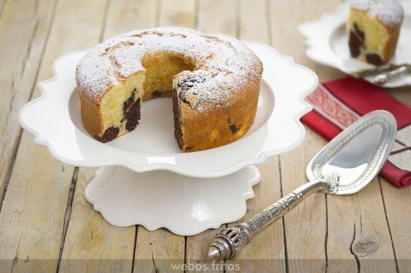 Bizcocho marmolado de cheesecake y chocolate