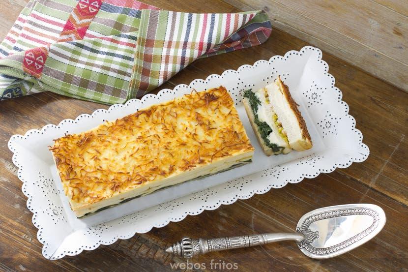 Croque cake de espinacas, puerro y gambas