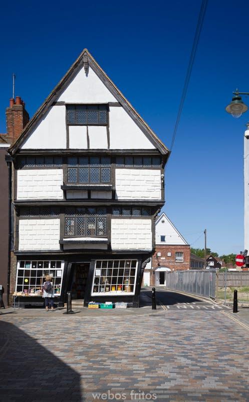 Canterbury - La casa inclinada