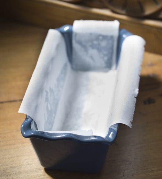 El molde preparado para verter la masa
