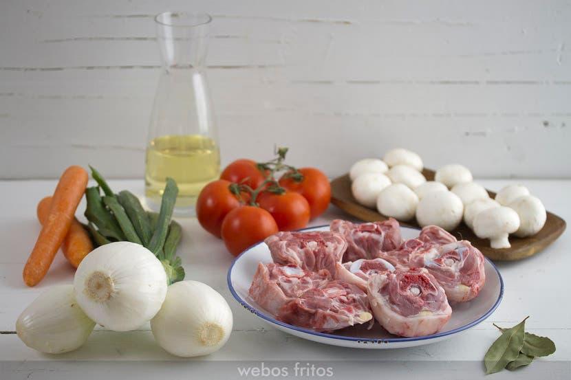 Ingredientes para el guiso de cuello de cordero con champiñón