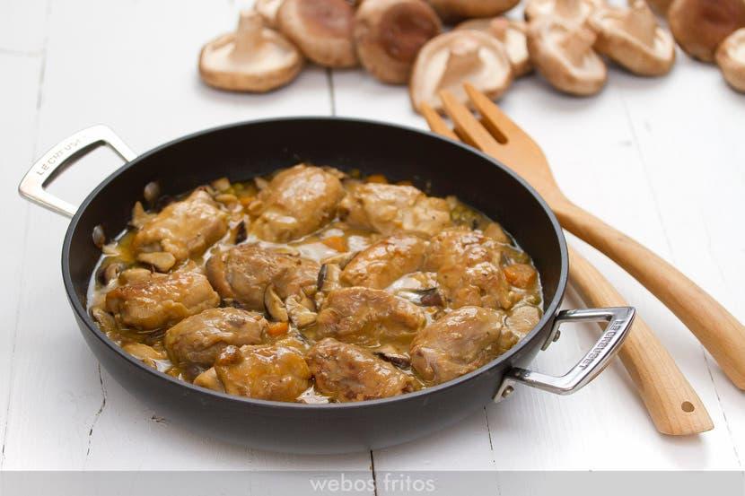 Guiso de pollo y setas shiitake