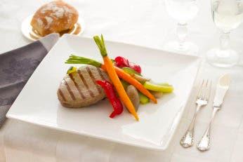 Ventresca de atún a la plancha con verduras