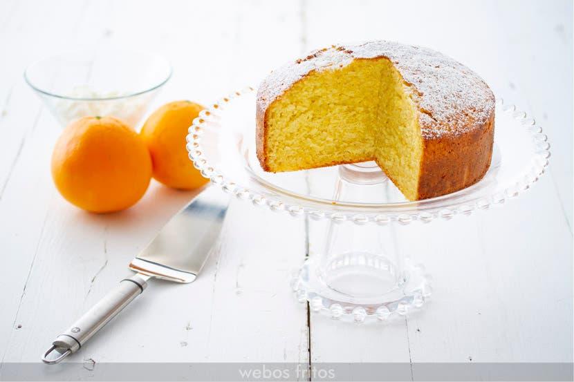 Bizcocho fácil de yogur y naranja