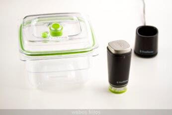 La envasadora, la base de recarga y el recipiente Fresh Container