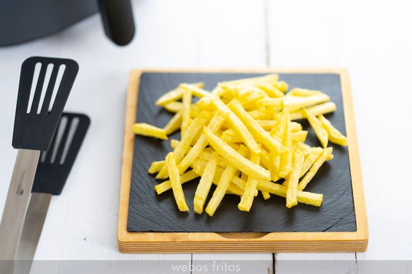 Patatas Agria fritas cortadas en bastones